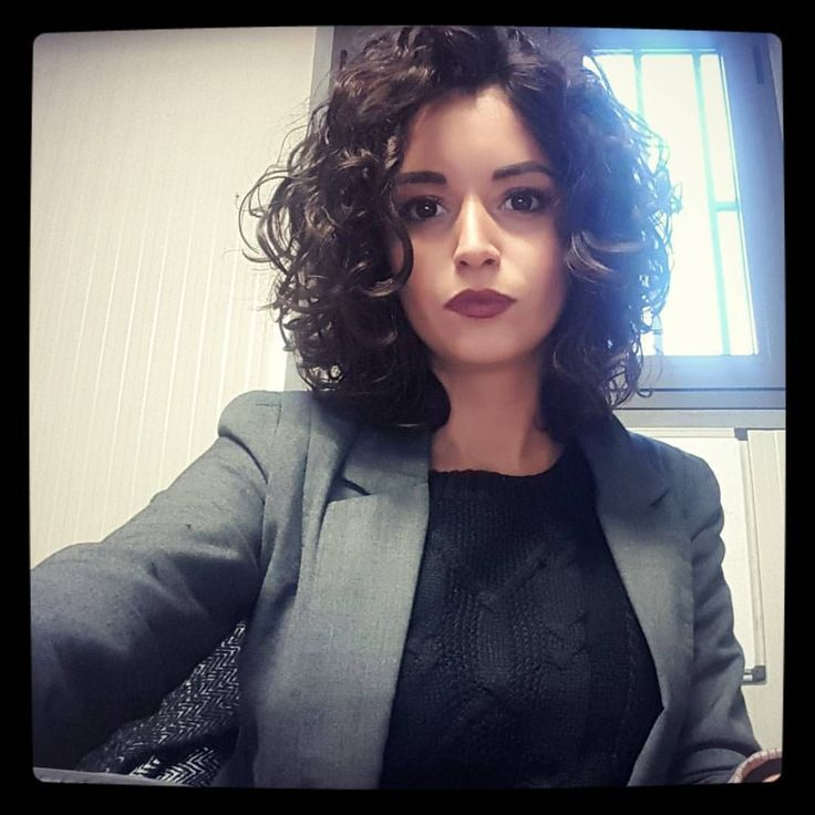 "72 curtidas, 6 comentários - DanielaDG (@dana.dg) no Instagram: ""Bob cut addicted   #bobcut #curlybob #curls #cutagain #newlook #neverthesame #woman #womanatwork…"""