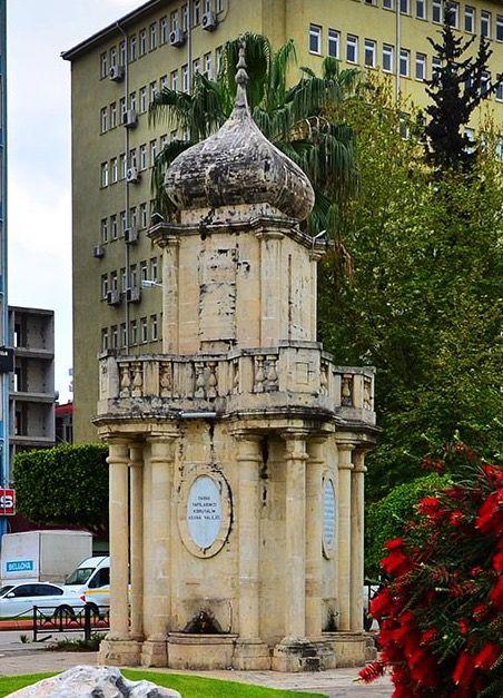 Bahri paşa çeşmesi/Seyhan/Adana///  Dönemin Adana Valisi Bahri Paşa'nın adı verilmiştir.Kuruköprü meydanındaki çeşme 1952 yılında yol genişletme nedeniyle belediye tarafından yıkılmıştır. 1991-1992 yıllarında Adana Valiliğinin Kültür Varlıklarımıza Saygı kampanyası çerçevesinde, mimar Zeynep Çavuşoğlu tarafından restitüsyon projesi yapılarak  Valilikçe yeniden inşaa edilmiştir. Eski yerinde yer bulunamadağından Atatürk parkına yapılmıştır.