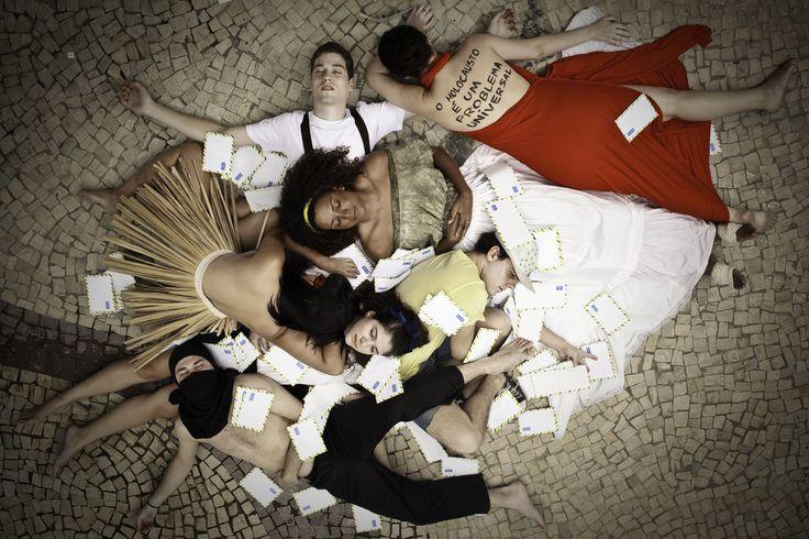 """Anistia Internacional Brasil apresenta a peça """"Maratona de Cartas- a peça"""", que fica em cartaz até o dia 4 de dezembro, com entrada a R$  20."""