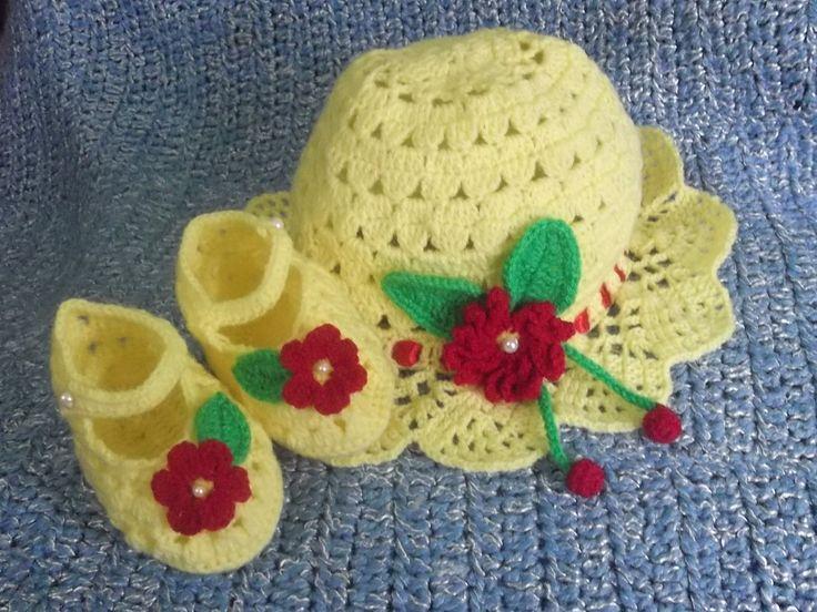sombrerito y zapatitos para la engreida de la casa, realizados en lana especial para bebe, pero se puede hacer en hilo