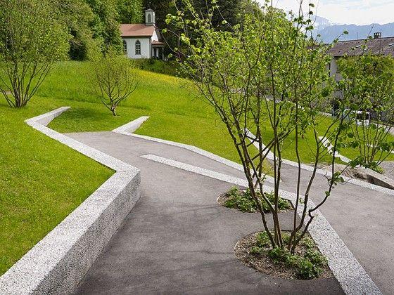 Aire de jeu en palier à Thoune en Suisse - cut into the landscape