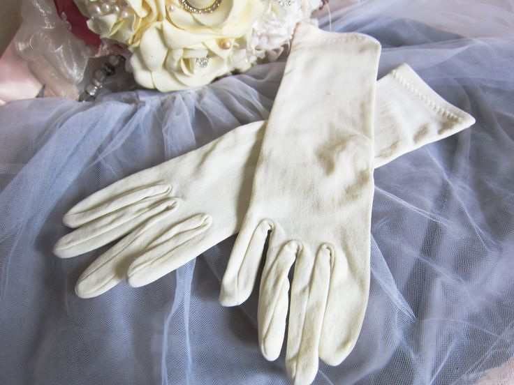 Vintage wedding gloves, mid length cream gloves, evening gloves, bridle gloves, rockabilly gloves, 1950s gloves, prom gloves, 1940s gloves by thevintagemagpie01 on Etsy
