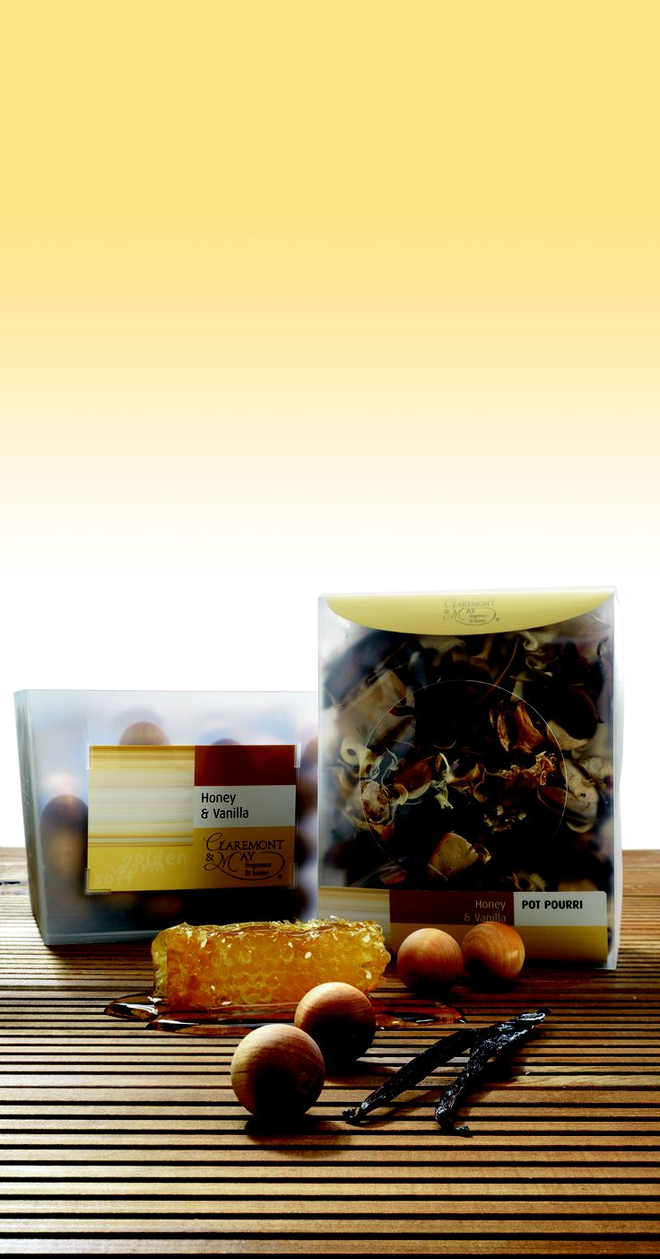 A fragrance of golden honey gently folded with rich, warm vanilla and delicate almond.
