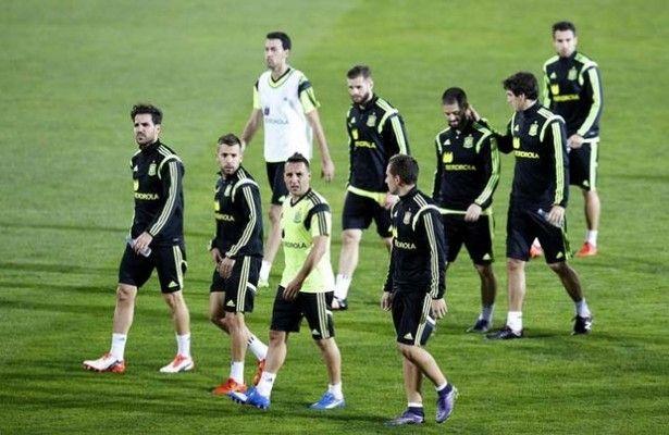 Del Bosque inicia sus pruebas con Nacho y Alcácer en un posible once - La selección española de fútbol inició este martes su preparación para el partido de clasificación para la Eurocopa 2016 del próximo viernes an...