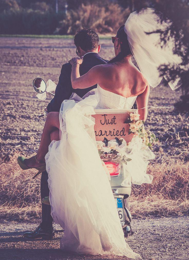 just married.. #marriage #love #photo #amore #fun #divertimento #scooter #wedding #party #sorrisi #smile #reportagedamatrimonio #monicapallonifotografa