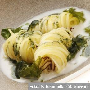 Noodles di patate con zuppa di pecorino e alghe - Chef Christian Puglisi