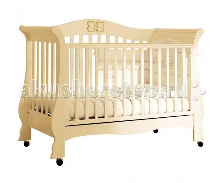 Детская кроватка Pali Тиффани Prestige  Детская кроватка Pali Тиффани Prestige  Тиффани Prestige: детская кроватка, которая с легкостью превращается в удобный диванчик. Изящный итальянский дизайн с аппликациями в виде симпатичных мишек. Покрыта нетоксичными лаками и красками, соответствует европейскому стандарту безопасности.   Особенности: предназначена для детей от 0 до 5-ти лет украшена кристаллами Сваровски имеет высокие безопасные спинки и боковины oстрые углы oтсутствуют oпускающийся…