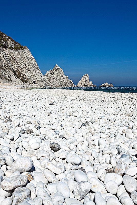 La spiaggia delle Due Sorelle, Parco Naturale del Conero, Italy