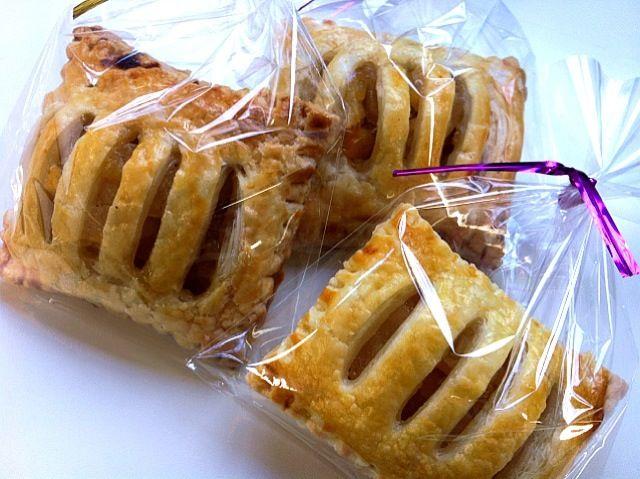 SnapDishに投稿された杉本久美子さんの料理「ミニアップルパイ」です。「バイト先でみんなに配る用にちっちゃいアップルパイ大量生産しました   o」ミニアップルパイ 生産 配る