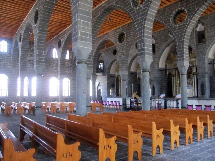 Diyarbakır Ermeni kilisesi içi, (Osman Ünlü)