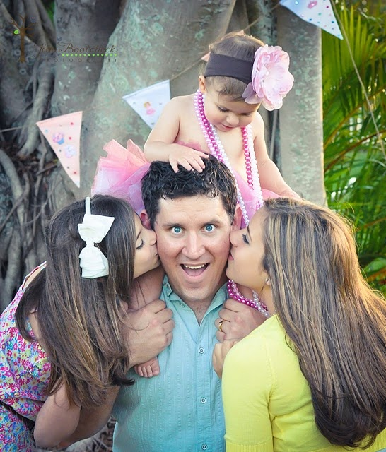 Family shot! LOVE it. Dad and his girls...: Dad, Photo Ideas, Family Photos, Photo Inspiration, Jinabootcheckphotography Com, Family Photography, Photo On, Photography Ideas