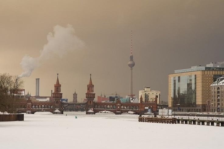 oberbaum bridge in winter.