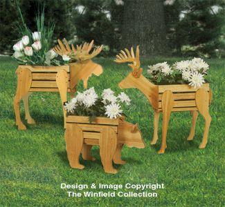 Mit ein wenig Holz, einer Säge und etwas Kreativität bauen Sie selbst die tollsten Dinge für den Garten. Möchten Sie einen einzigartigen Gegenstand für Ihren Garten, der nicht im Handel erhältlich ist? Schauen Sie sich dann auf jeden Fall diese 8 selbstgebauten Pflanzkübel an!