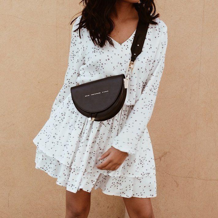 e161f9c5e4a3e6 Wygodna biała sukienka w dmuchawce Gumka w pasie umożliwiająca regulację  długości sukienki Gumka w rękawach Skład: 100% wiskoza Modelka … | Fashion  | Sukie…