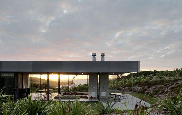 waiheke island. fearon hay architects.