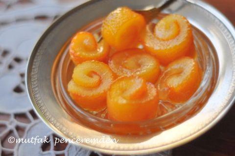 Evvelki akşam geç saatte elime geçen sebze/ meyve kolimde beni en sevindiren şey gelen portakallar oldu. Paketi açar açmaz etrafa yayılan mis gibi portakal kokusuna dayanamayıp hemen bir tanesini k…