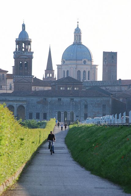 Mantua's old town and Sabbioneta have been declared by UNESCO to be a World Heritage Site. #WonderfulLombardy #WonderfulExpo2015
