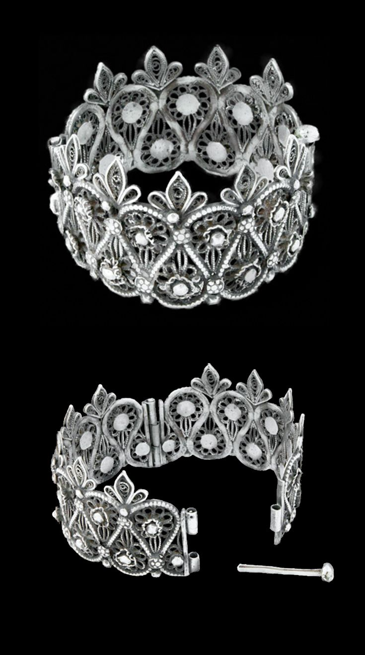 India | Opulently crafted using floral-inspired filigree designs, this beautifully feminine anklet can be worn on either the wrist or upper arm. | Orissa, 19th century | £780