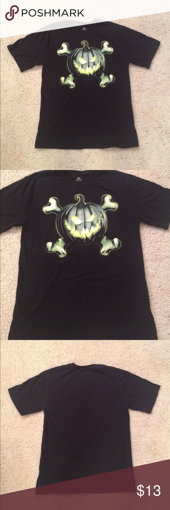 Halloween Black Glowing Pumpkin Tee Shirt Sz XL Women's Size XL[14/16](runs a tad small) Halloween themed short sleeve tee shirt. Black with a glowing pumpkin and crossbones on the front. 100% cotton. In gently used condition with no stains or rips. Has minor fading. Measurements available upon request! If you have any questions, please don't hesitate to ask! Holiday Tops Tees - Short Sleeve
