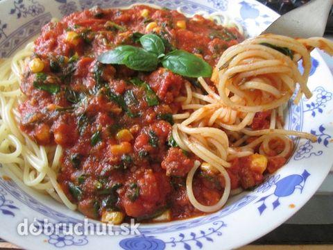 Špagety+s+paradajkovou+omáčkou+a+čerstvou+bazalkou