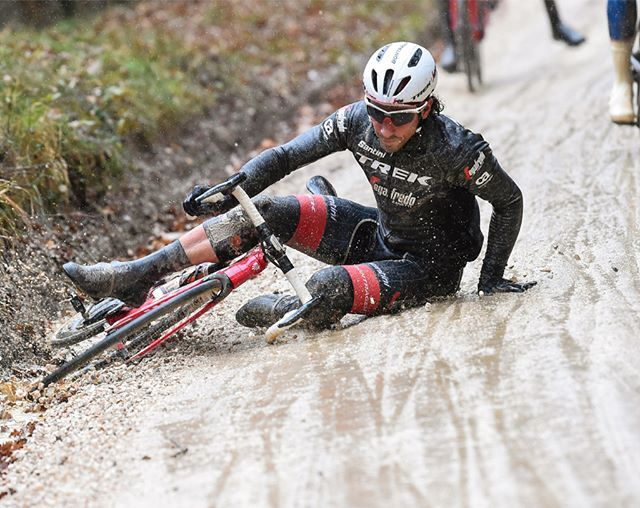 source instagram treksegafredo @strade_bianche 2018 @fabiofelline slip slding away in the slick muddy roads. This was what the day was like for many riders, including our highest finisher @michaelgogl who went down twice. @bettiniphoto #mud #stradebianche #namedsport #italy treksegafredo 2018/03/04 01:59:49