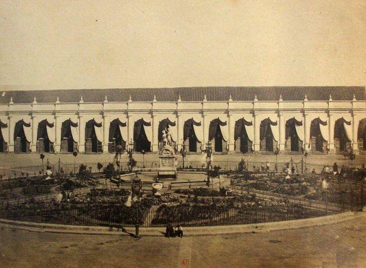 Portal Sierra Bella, costado sur de la Plaza de Armas, año 1860. Aporte de @alb0black. Stgo adicto