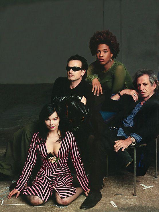 Bjork, Bono, Macy Gray and Keith Richards By Annie Leibovitz. ognuno è nella posa in cui nel mio immaginario devono stare e che non avrei mai saputo realizzare nemmeno vedondo la foto !! gramdiosa