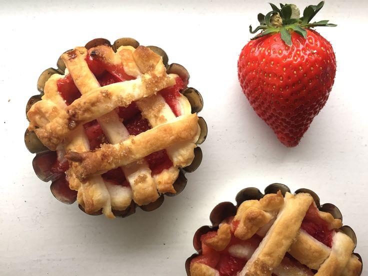 La recette du dimanche met la fraise en cage: Chaque semaine Bolero se met aux fourneaux et vous propose une recette… #RECETTES_FOODING