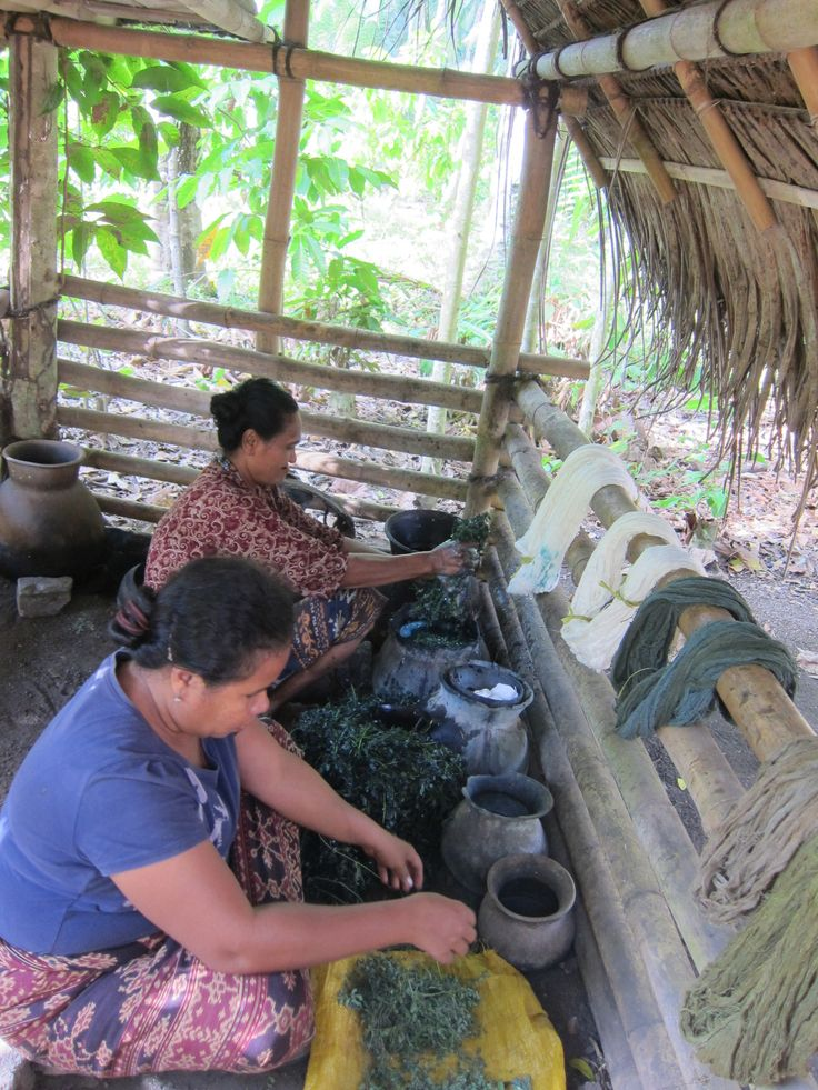 Research Ikat Weaving for LARAS bags at Lepo Lorun - Womens'Weaver Cooperation in Flores, Indonesia @larapeeters