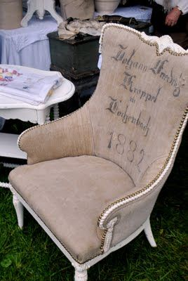 i want to reupholster my wing chair like this...<3