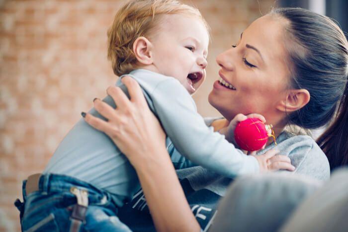 Je zwangerschapsverlof zit er bijna op en je gaat weer aan het werk. Kies je voor een kinderoppas aan huis of bijvoorbeeld voor een kinderdagverblijf? De voordelen op een rijtje. Ik ben ook benieuwd waar jullie specifiek voor gekozen hebben! http://www.mamsatwork.nl/kinderoppas-aan-huis/