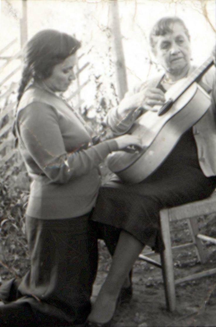 Violeta Parra y su madre - 1959