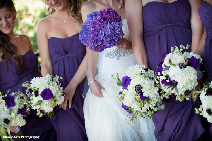 natural bouquets with pops of color. hydrangea bouquet for the bride.