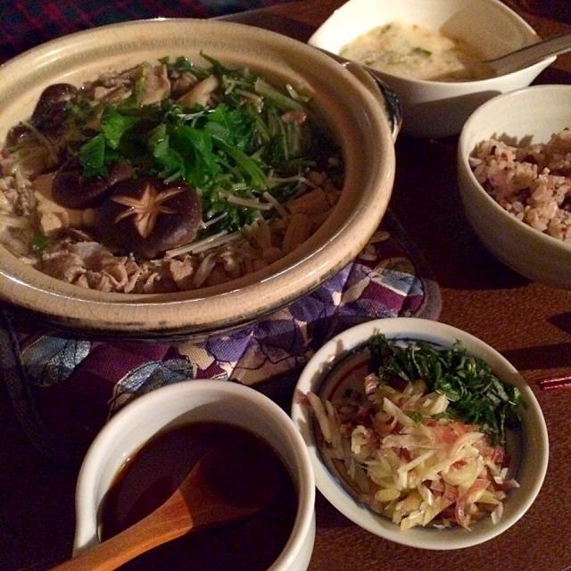 食卓の塩分を控える事になり、試行錯誤です。 - 12件のもぐもぐ - 豆腐とキノコの鍋、とろろご飯 by piton93