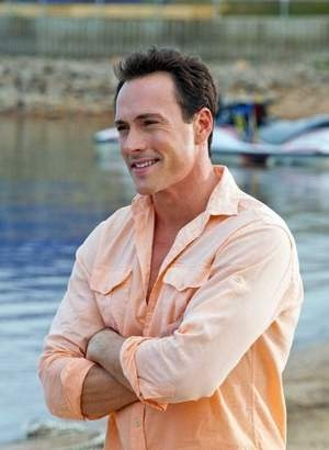 Former flame - Chris Klein....how'd he go off the radar for so long. Such a good looking man!