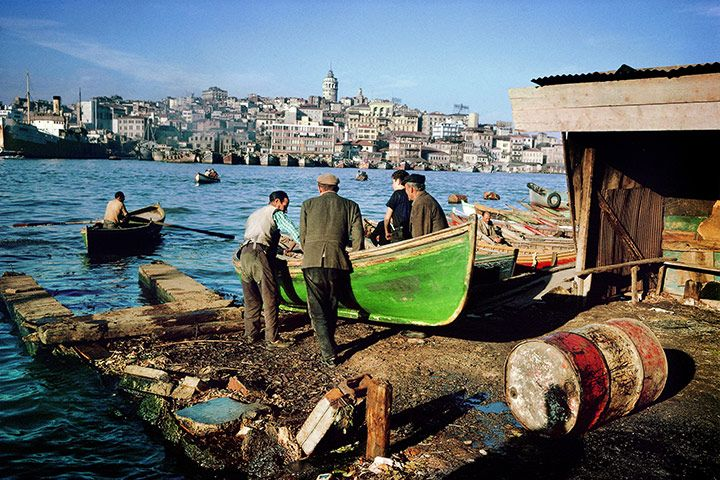 Istanbul - Ferry service at Eminönü, 1971, photo by Ara Guler/Magnum