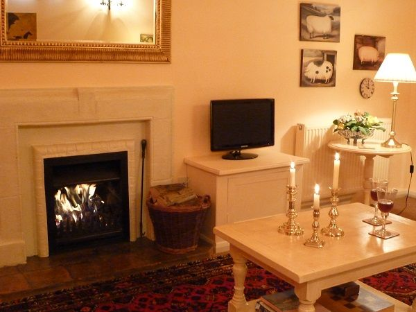 Short Breaks and Late Availability Wiltshire Cottage Read on to see information on Offers for Short Breaks and late availability in this Wiltshire cottage
