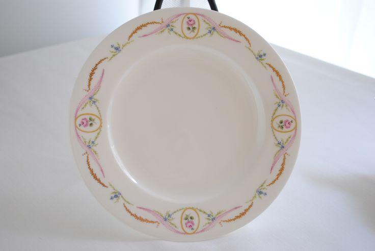ポーセリンアートコースの作品 ケーキ皿 詳しくはHPをご覧ください。www.lc−hibiki.com