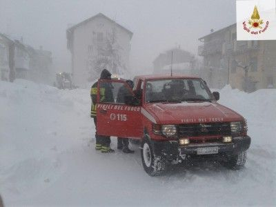 Molise: #Trignina #Vigili del #fuoco e Polstrada in azione per dare assistenza ai camionisti rimasti bloccati (link: http://ift.tt/2jjVq1P )