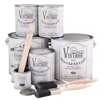 Ricolorare casa? Un gioco da ragazze con la VINTAGE CHALK PAINT! Facile, divertente, economica e sicura per la tua salute. Scegli la formula della migliore PITTURA SHABBY CHIC La Vintage Paint è una chalk paint che rivoluzionerà il tuo modo di dipingere. La Vintage Paint aderisce fin dalla prima mano a ogni superficie: legno, vetro, tessuto, cuoio, metallo, plastica…Così facile che ti resta solo il divertimento!