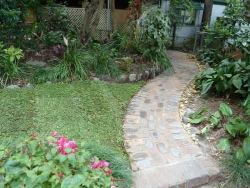 Second hand bricks layed on a compacted base. Curves are used for a relaxing feeling. A silicon based sand is then swept and compacted to form a firm surface.