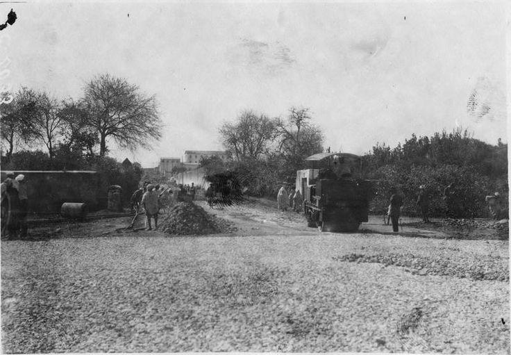 Empierrement d'une route par les indigènes  1916.05.18
