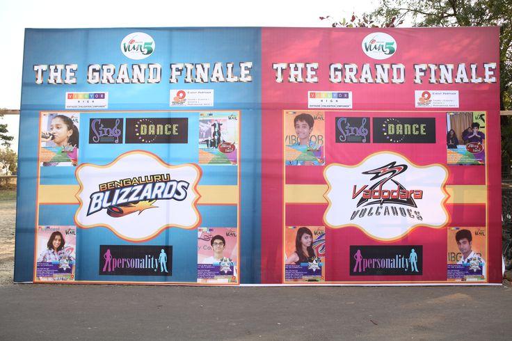Viva 5 finalist from Bengaluru and Vadodara on the entrance backdrop.