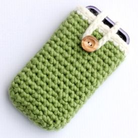 Here's a really quick and easy crochet iPhone case that even beginners can handle. Just re-size the pattern for tablets and other devices.