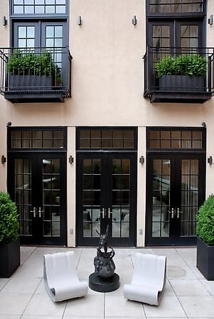 #NYC <3exterior decor If you like this pin, re-pin or like it :)