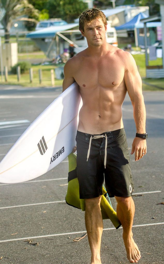Chris Hemsworth surpreende sem camisa