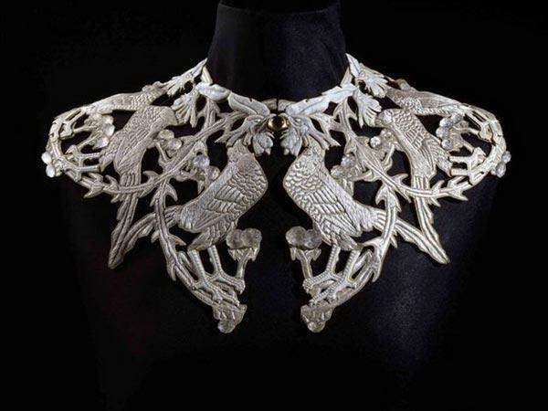 Collar with cocks - by Rene Lalique (French 1860-1945) Private Collection - Exhibited in Moscow in 2010 (Moscow Kremlin)