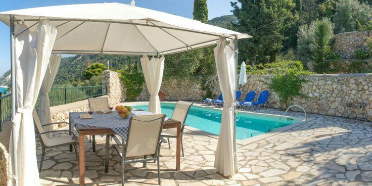 Al-fresco dinning!☀ #villa #spiaggia #dorata #private #pool #terrace #nature #villas #summer #vacations #agiosnikitas #lefkas #lefkada #greece #discovergreece #travel #travelgram #booknow www.naturevillas.gr