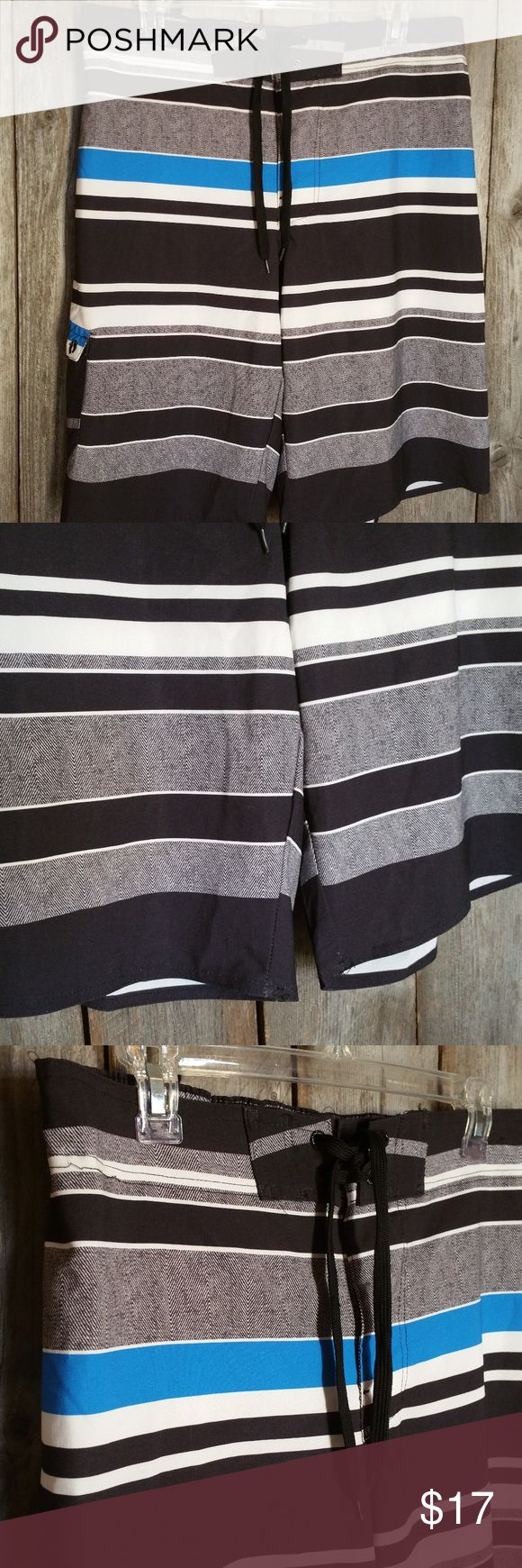 Hang Ten Swim Trunks L Black Blue White Striped Hang Ten Swim Trunks Men's L Black Blue White Striped Polyester spandex Lined  Gently used Cargo pocket on leg Elastic in back of waist Approx waist 34-38, inseam 12 Hang Ten Swim Swim Trunks