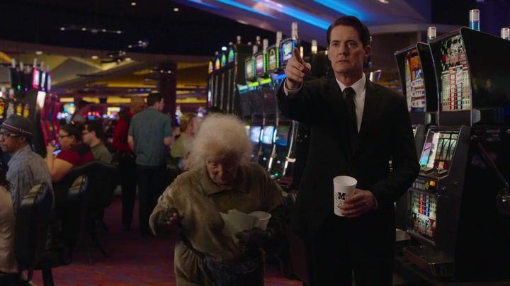 Il racconto e la recensione della quarta puntata della terza stagione di Twin Peaks, regia di David Lynch.